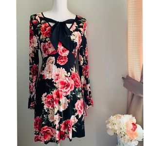 NWT  bell sleeve floral dress with self tie bow